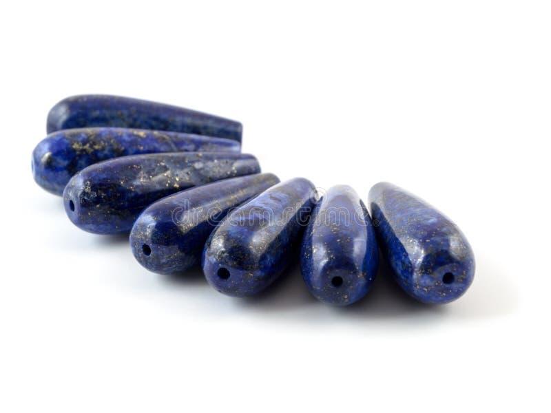 Lazuli lapis драгоценной камня естественный на белой предпосылке, шариках стоковая фотография rf