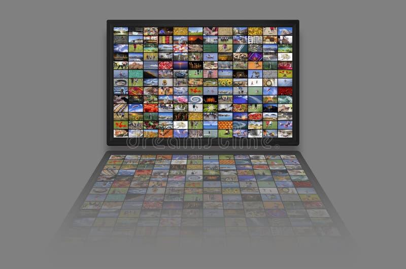 LCD de panelen van TV als Videomuur met kleurrijke beelden stock foto's