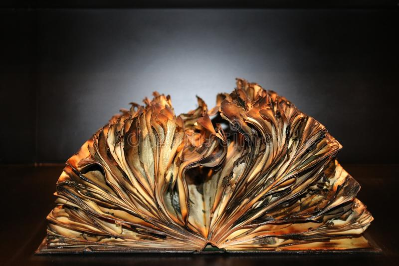 0ld book documents fire στοκ φωτογραφίες με δικαίωμα ελεύθερης χρήσης