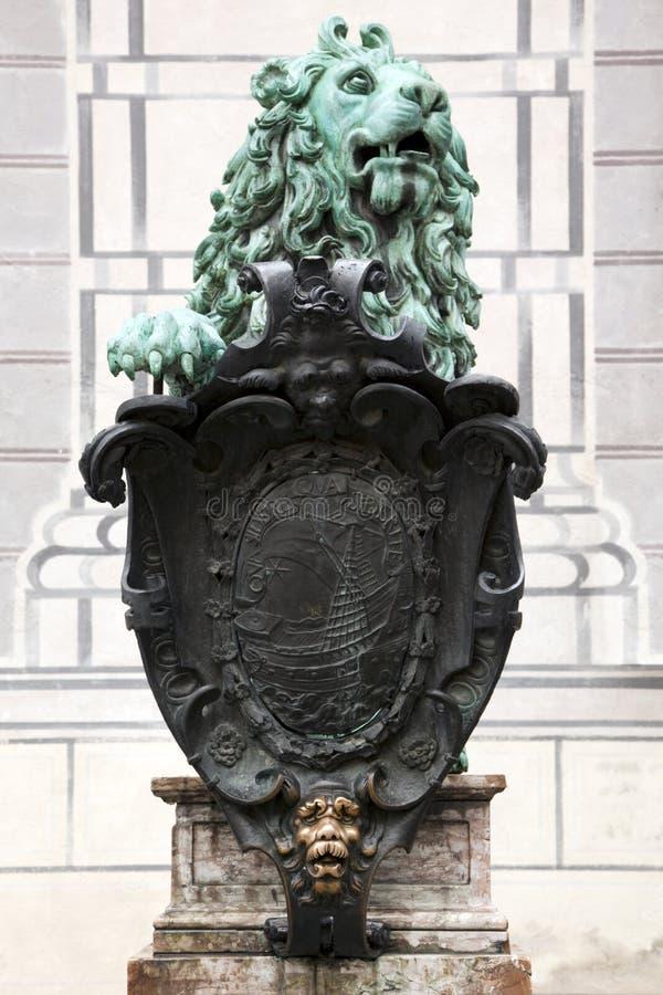 Leão de bronze em Residenz Munich foto de stock