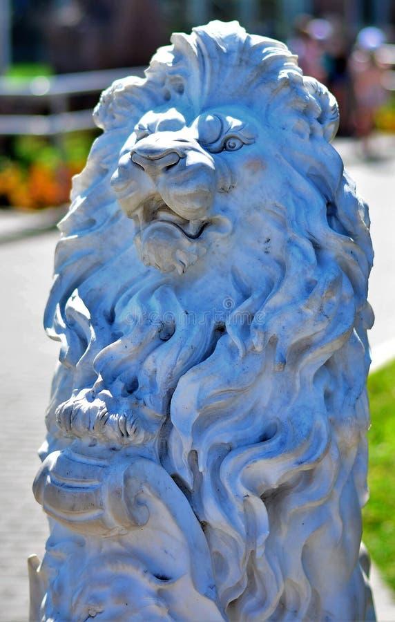 Leão de pedra branco incomum imagens de stock royalty free