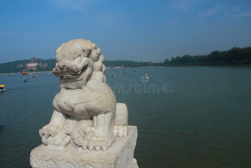 Leão de pedra vívido fotos de stock