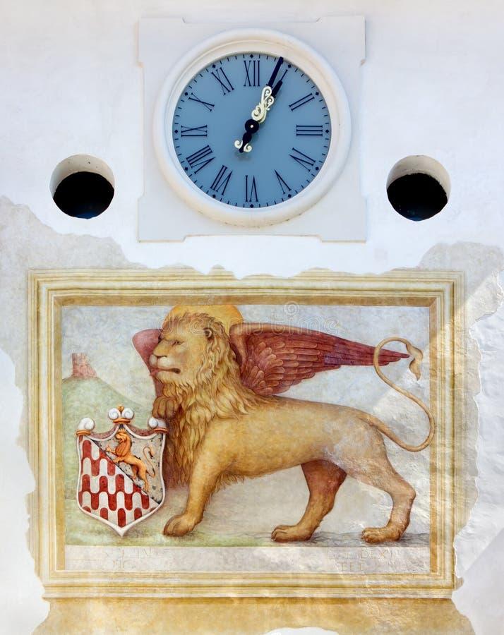 Leão e pulso de disparo voados Venetian na porta da cidade em Spi fotos de stock