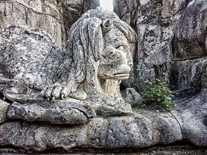 Leão em San Raphael Column Cordoba imagens de stock