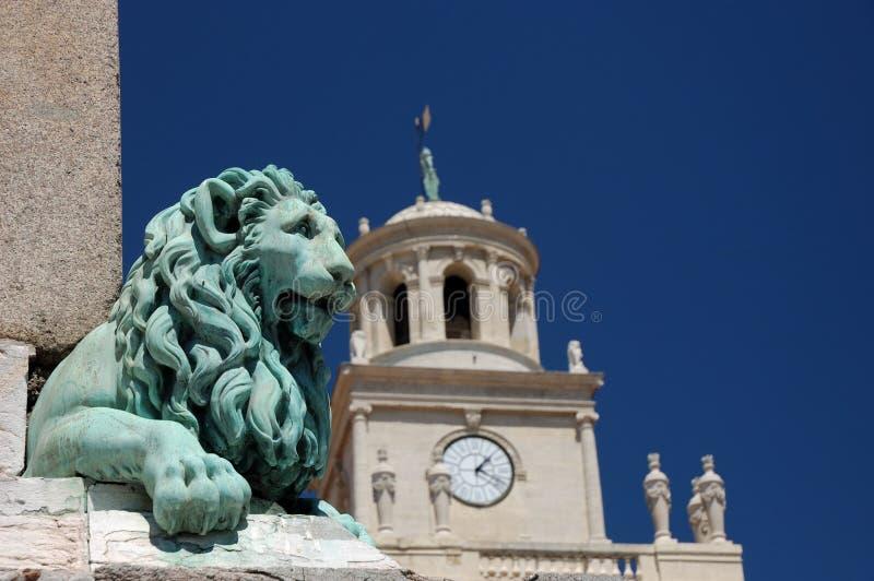Leão Statu em Arles, France fotografia de stock royalty free