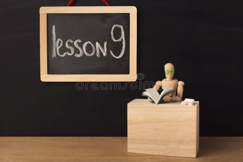 Leçon 9 écrite avec la craie sur le tableau noir images libres de droits