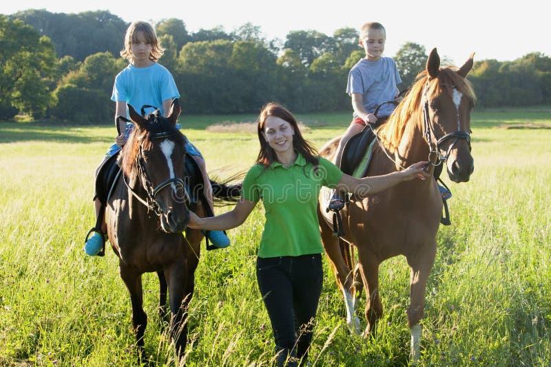Leçons d'équitation photo libre de droits