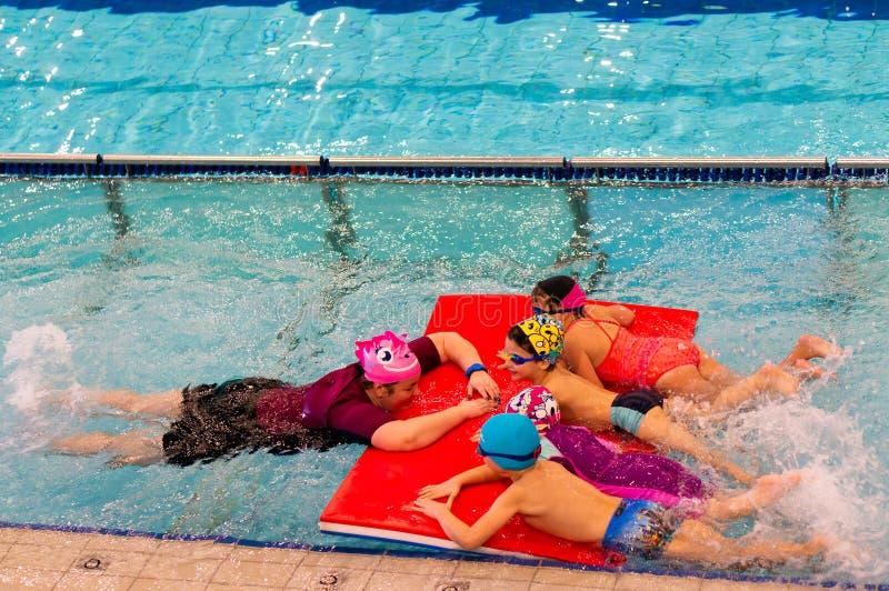 Leçons de natation images libres de droits