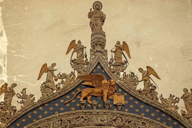 León con alas, símbolo de Venecia, Italia fotos de archivo