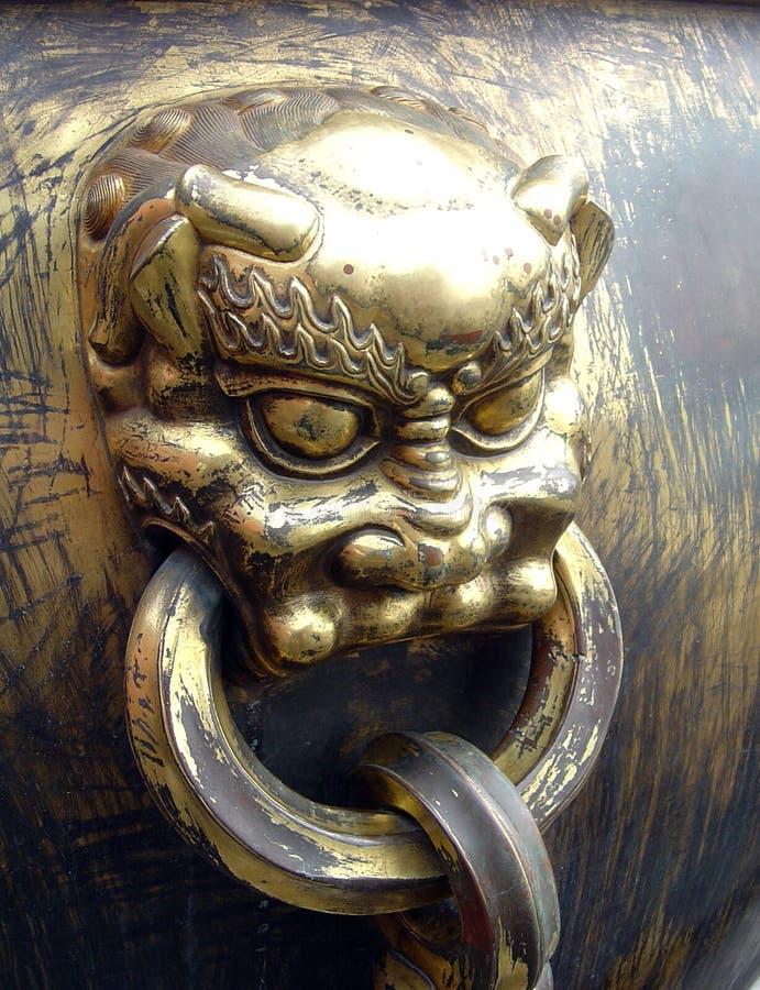 León de bronce foto de archivo