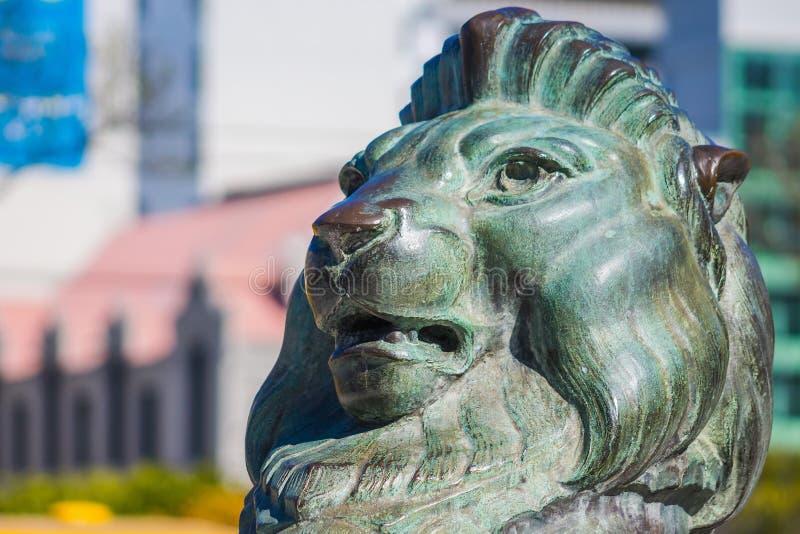 León de bronce en la base de Wellington Cenotaph fotos de archivo