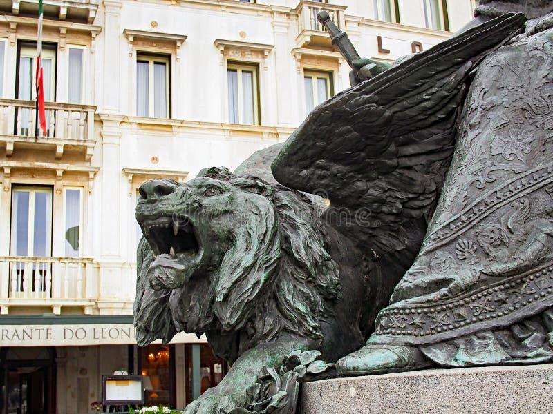 León de bronce, monumento de Vittorio Emanuele II, Venecia, Italia fotografía de archivo libre de regalías