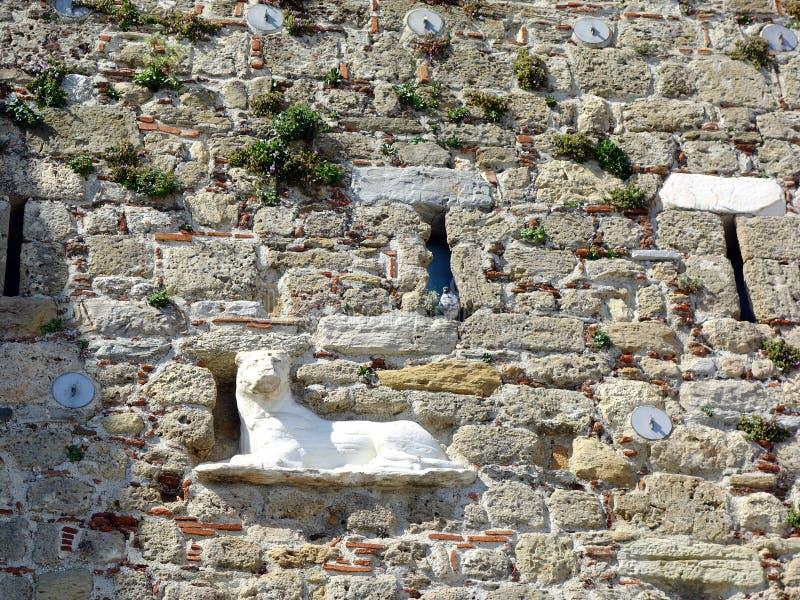 León de mármol en el castillo de Skyros, Grecia fotografía de archivo libre de regalías