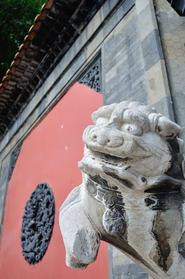 Download León de piedra foto de archivo. Imagen de incompleto - 44851770