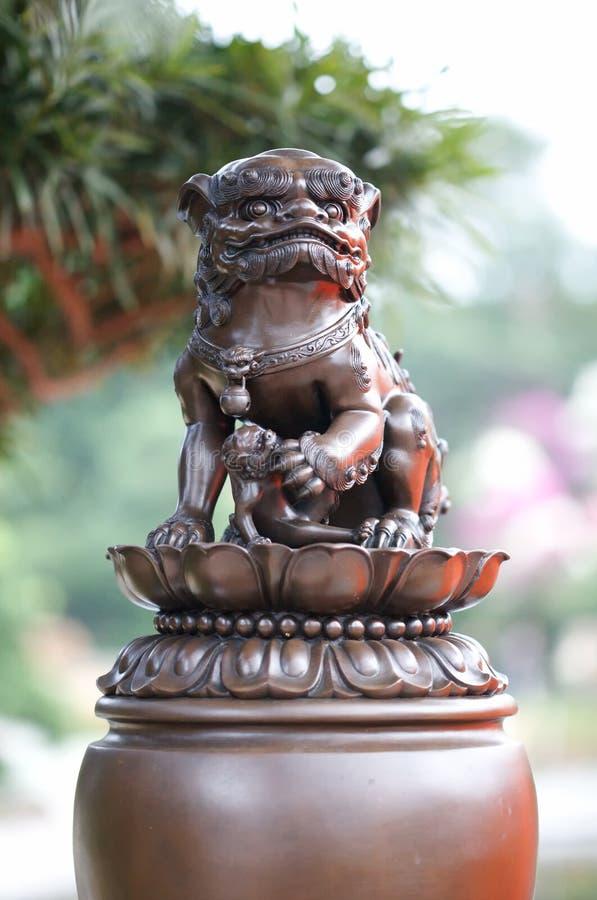 León de piedra en el jardín de Nan Lian fotografía de archivo libre de regalías