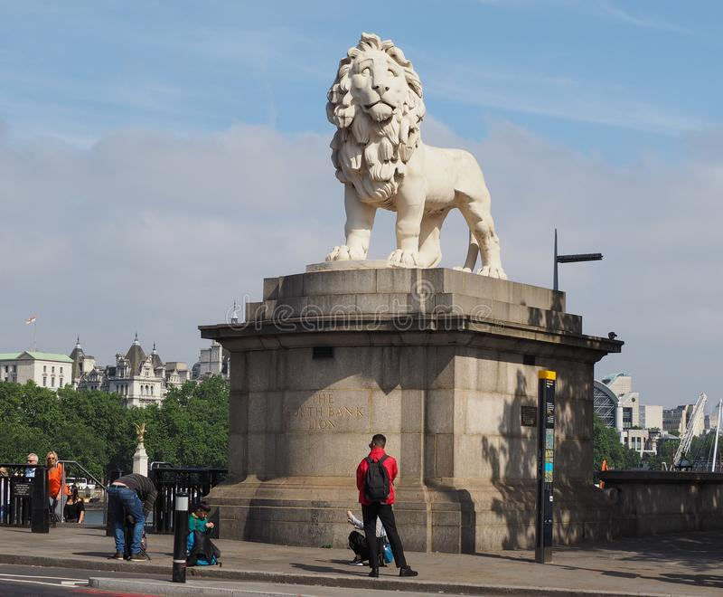 León del sur del banco en Londres imagen de archivo libre de regalías