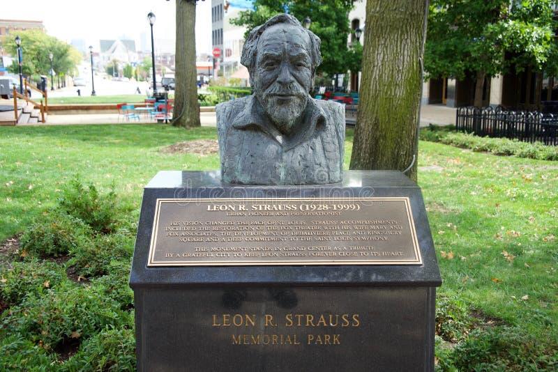 León R Busto de Strauss imagen de archivo