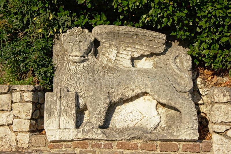 León veneciano con alas en la entrada del castillo de Trsat, Rijeka imágenes de archivo libres de regalías
