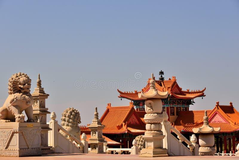 Leões do templo budista fotografia de stock royalty free