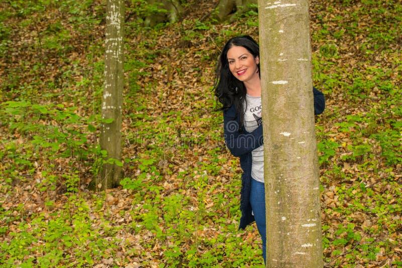 leśna szczęśliwa kobieta zdjęcie stock