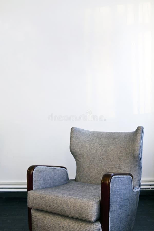 Leżanka na biel zdjęcia stock