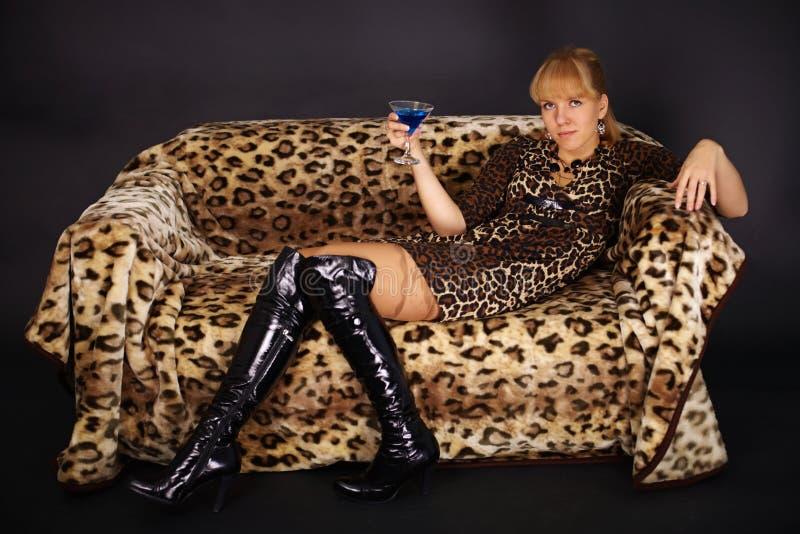 leżanki lamparta łgarska tematu kobieta zdjęcie royalty free