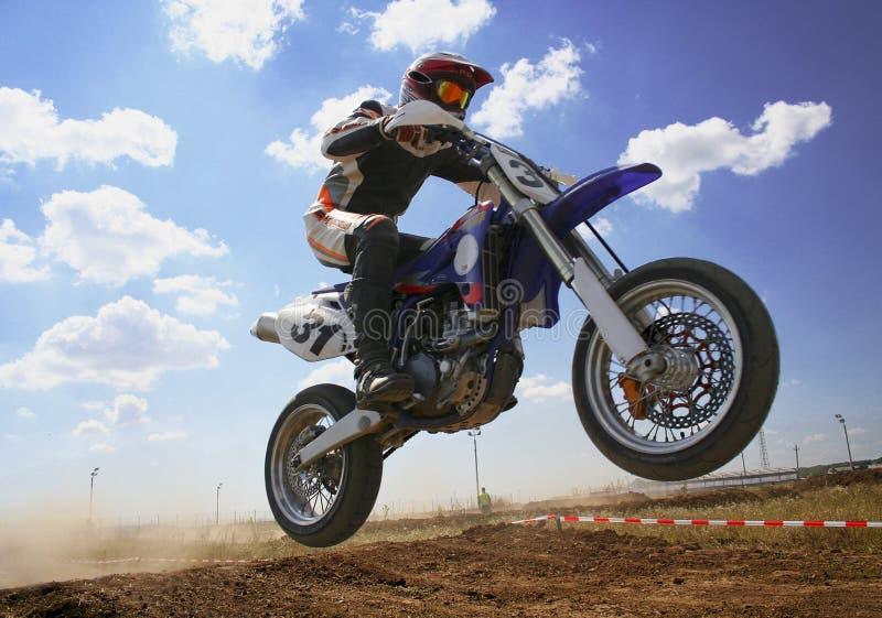 Download Leć zdjęcie stock. Obraz złożonej z silnik, sport, chmura - 239384