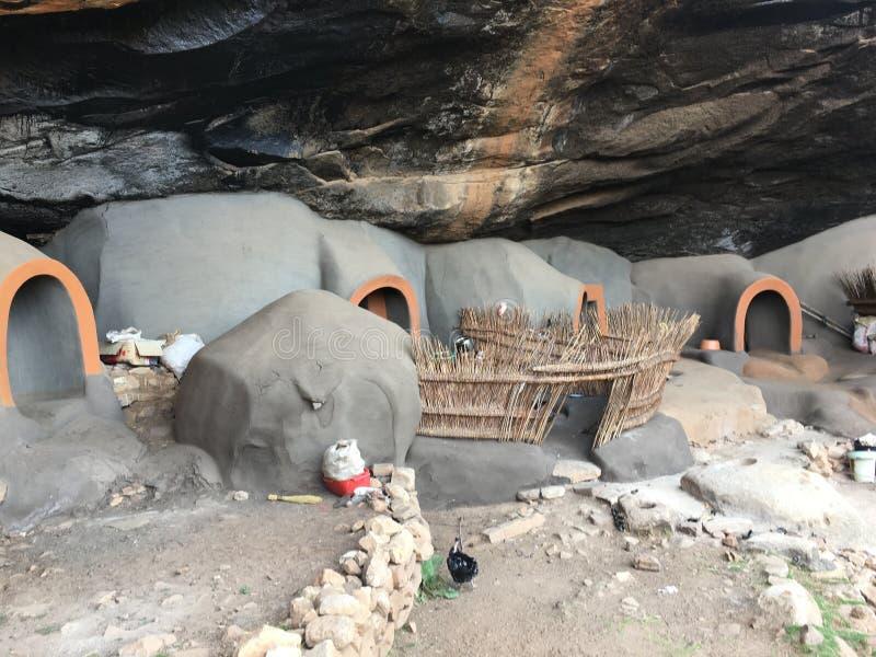 Le abitazioni di caverna di Kome le caverne di Kome fotografia stock libera da diritti