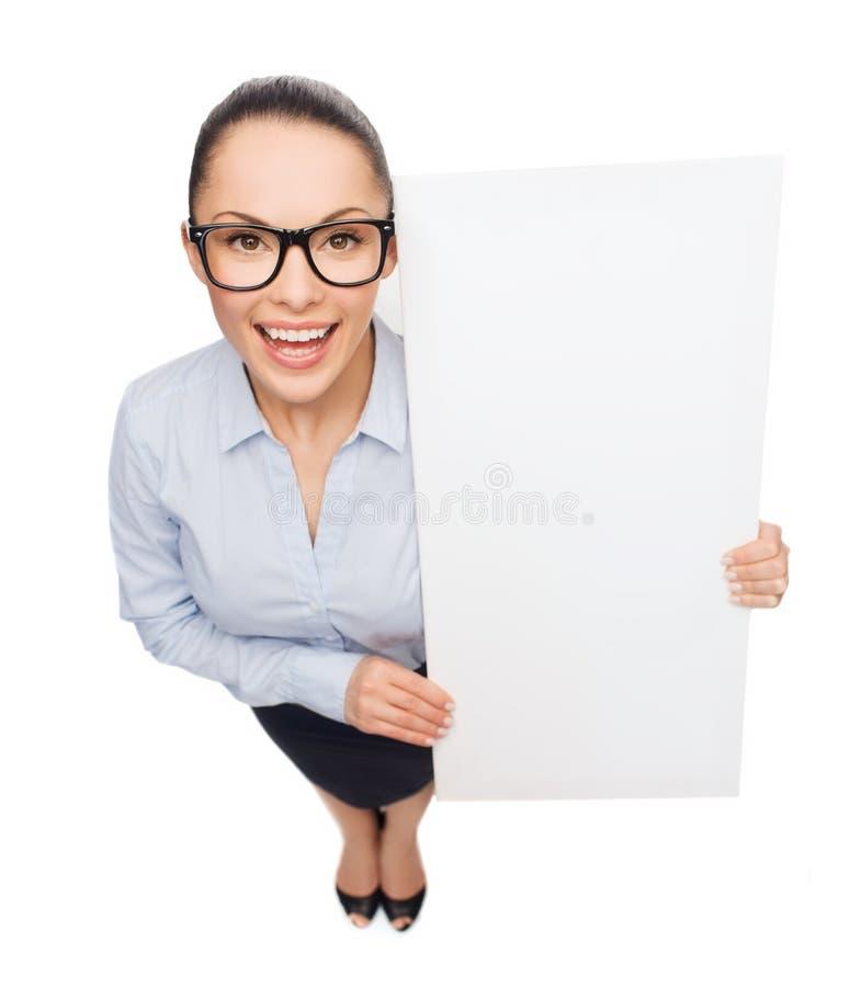 Le affärskvinnan med vitmellanrumsbrädet arkivfoton
