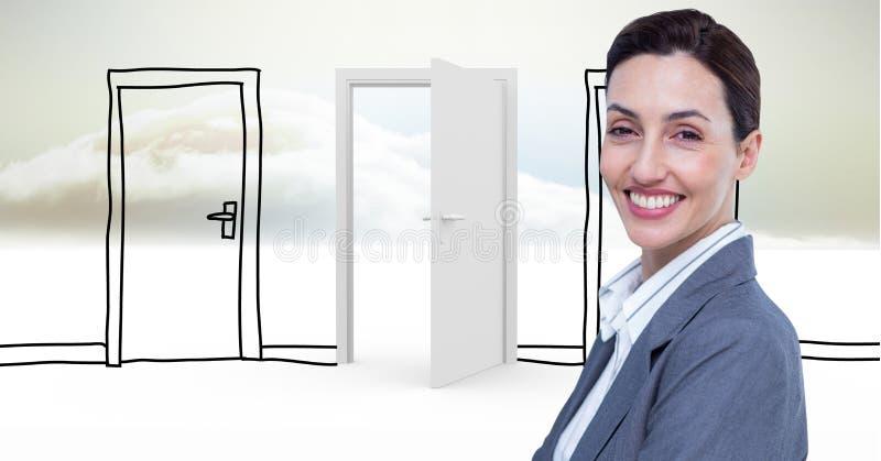 Le affärskvinnan mot utdragna och verkliga dörrar royaltyfri foto