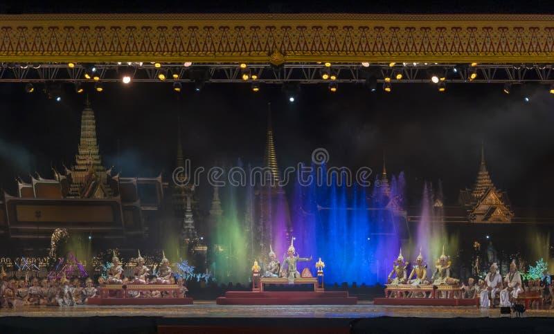 Le arti dello spettacolo di Khon mostrano il ballo tailandese classico fotografia stock