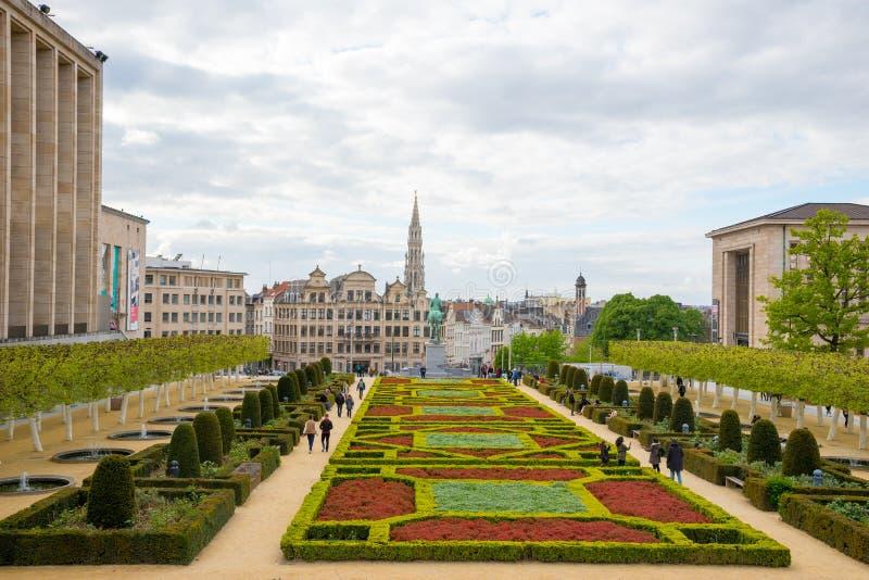 Le bâti des arts ou du Kunstberg fait du jardinage à Bruxelles, Belgique images libres de droits