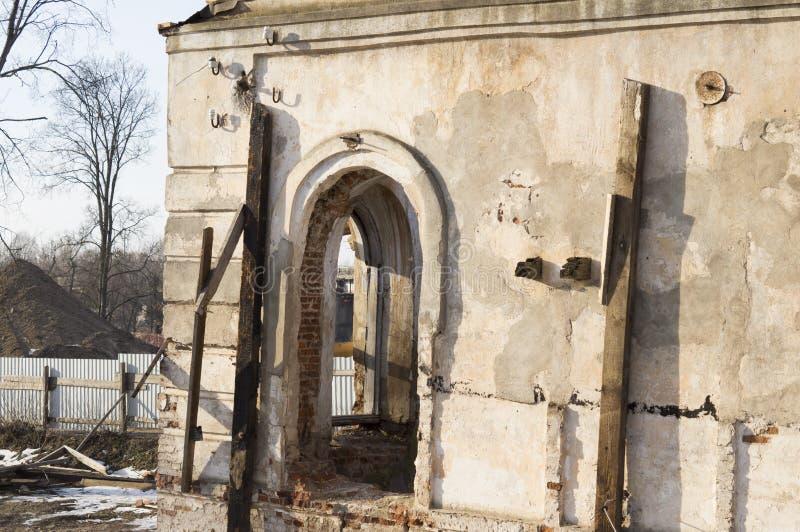 Le bâtiment antique, vous voulez reconstituer belarus images stock