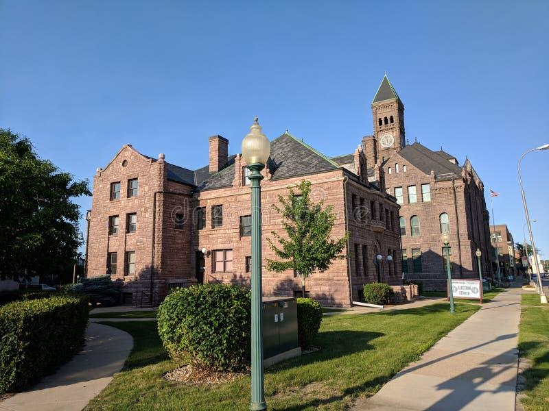 Le bâtiment d'extension du comté de Minnehaha et le vieux musée de tribunal photo stock