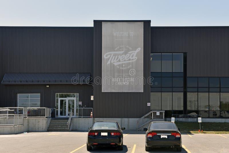 Le bâtiment de Canopy Growth Corporation dans les forgerons tombe Ontario, Cana photos libres de droits