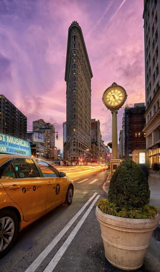 Le bâtiment de fer à repasser à New York City au coucher du soleil image stock