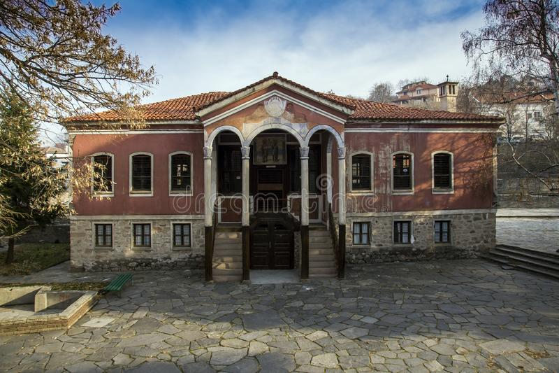 Le bâtiment de l'école de Danov du 19ème siècle, Perushtitsa, région de Plovdiv, Bulg image stock