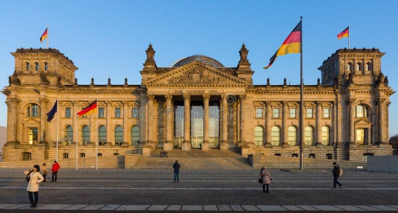 Le bâtiment de Reichstag au coucher du soleil image libre de droits