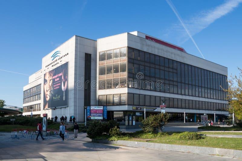 Le bâtiment du centre de congrès à Prague image libre de droits