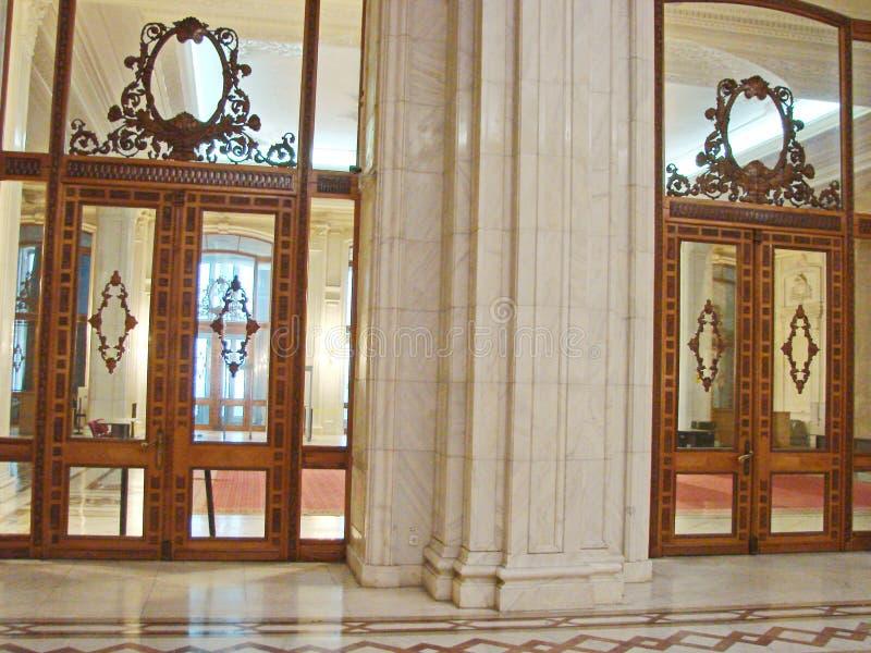 Le bâtiment du Parlement roumain bucarest photos stock