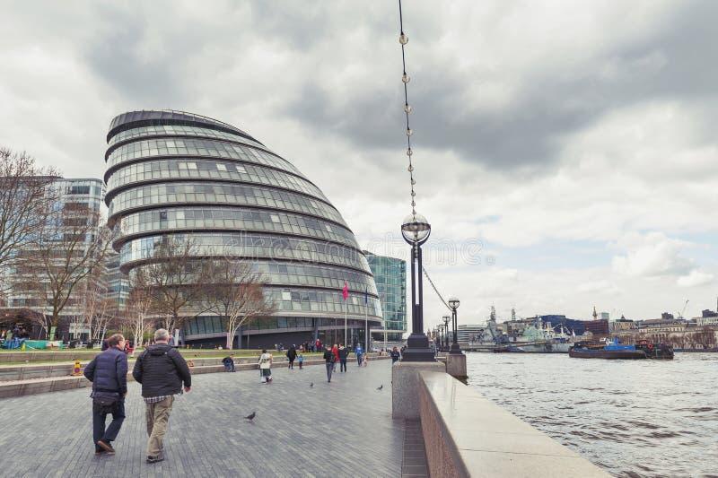Le bâtiment en verre incurvé de la ville hôtel du point de repère architectural de Londres de Londres, situé sur le Southwark prè photos libres de droits