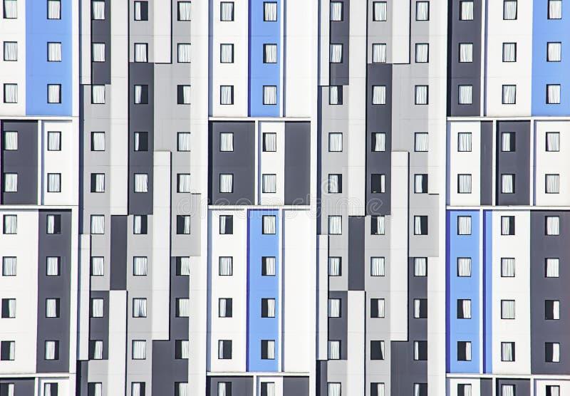 Le bâtiment est les murs et les un bon nombr'admirablement peints de fenêtres photographie stock libre de droits