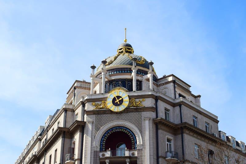Le bâtiment européen de style dans la place de Tbilisi Georgia Liberty images libres de droits