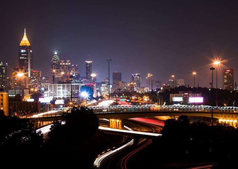 Le bâtiment le plus grand à Atlanta du centre au crépuscule image stock