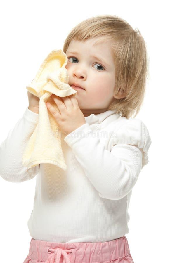Le bébé avec l'essuie-main photographie stock libre de droits
