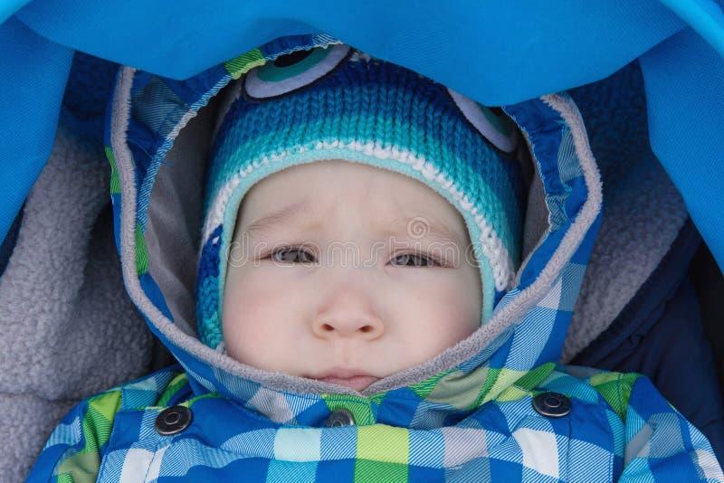 Le bébé est dans la poussette images libres de droits