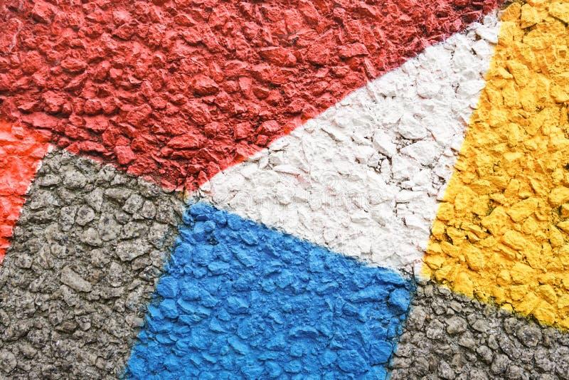 Le béton multicolore monopolisent la parole le fond - mur texturisé peint à la main d'imagination image libre de droits