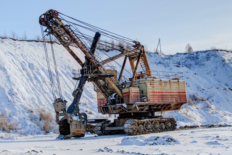 le bêcheur et la neige industriels ont couvert le territoire, image libre de droits