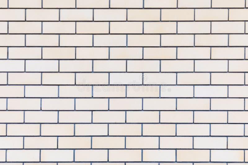 Le backround ou la texture du mur de briques jaune, beige ou brun intéressant idéal du bâtiment photo libre de droits