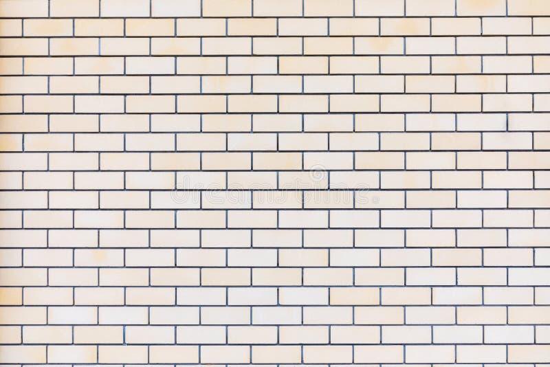 Le backround ou la texture du mur de briques jaune, beige ou brun intéressant idéal du bâtiment photos stock